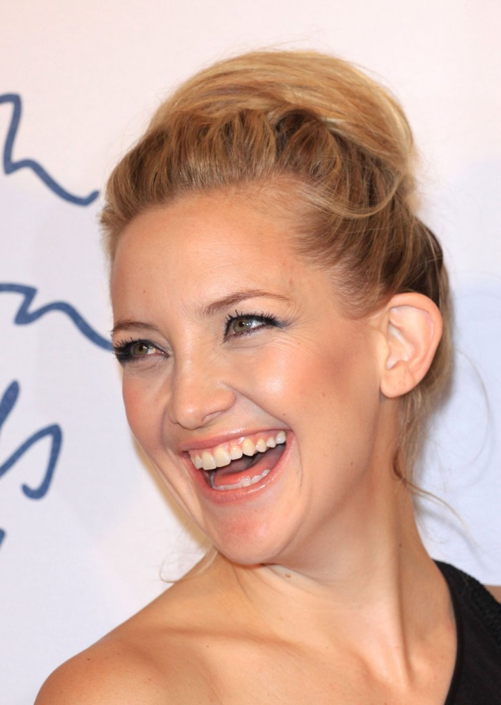 kate_hudson_smiling_gala_dress