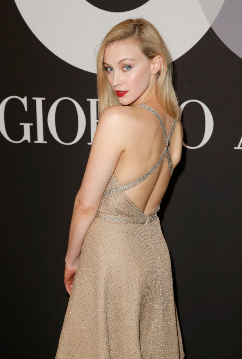 sarah-gadon-gq-and-giorgio-armani-grammy-2015-after-party-in-hollywood_1