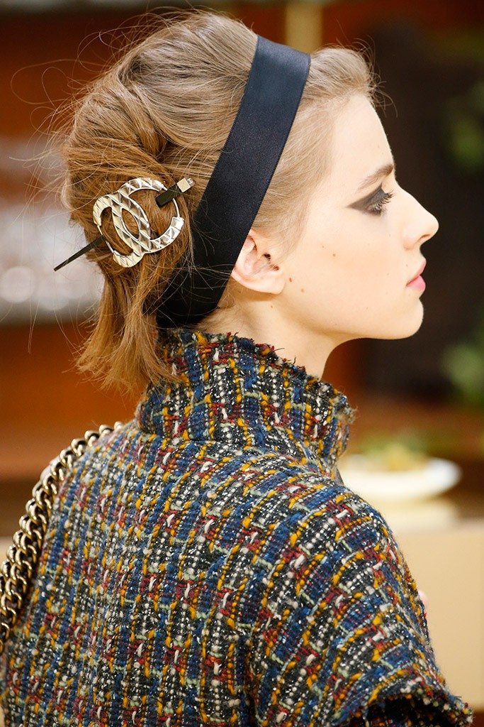 chanel_french_twist_missandchic